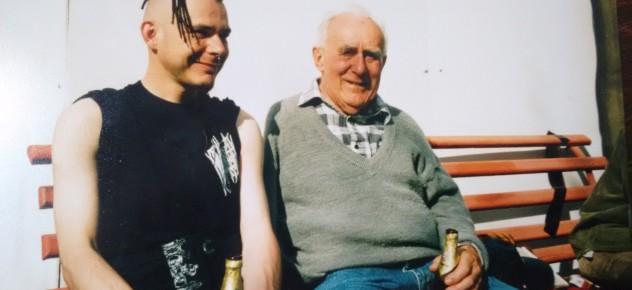 ländliche Idylle mit Großvater und Freiberger Pilsner